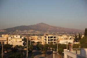 Ateny na tle gór