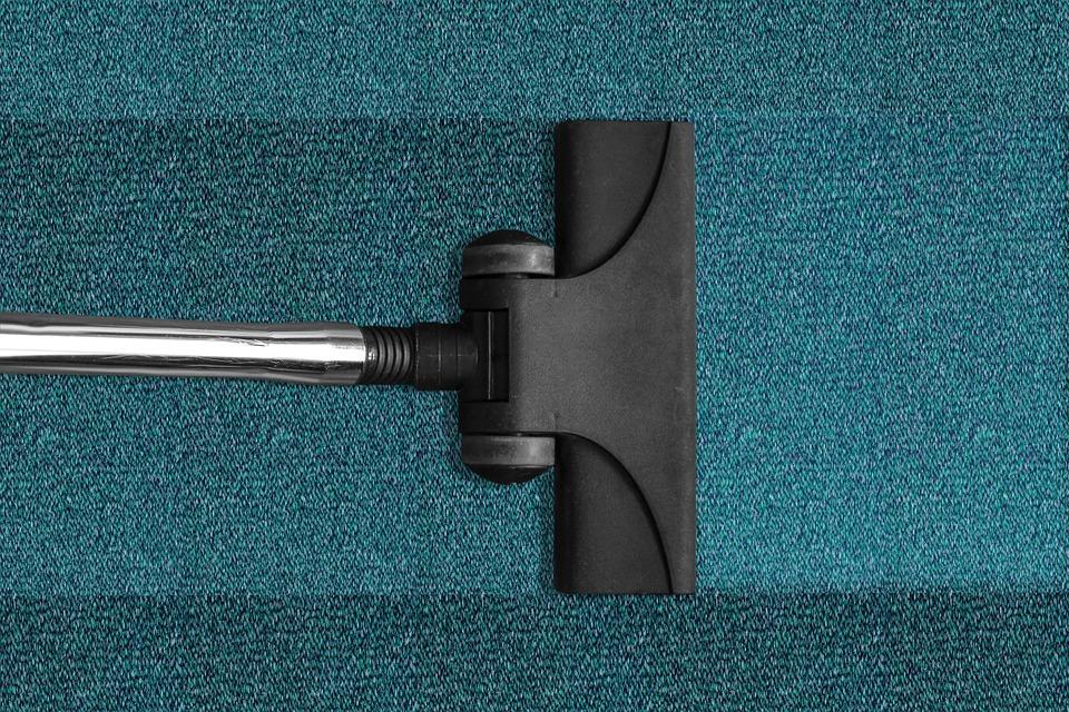 Skuteczne czyszczenie wykładzin i tapicerek