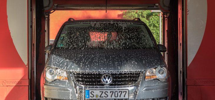 Dlaczego warto okleić samochód folią ochronną?